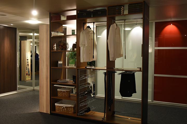 Inloopkasten - Interieurindeling met verschillende interieurelementen en accessoires in de showroom