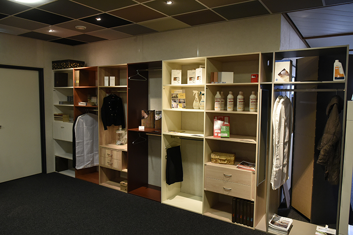 Inloopkasten - Interieurmodules met accessoires in de showroom