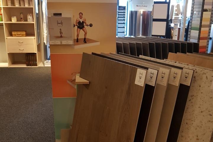 Dikte Pvc Laminaat : Laminaat vloeren praxis laminaat tegels bruin betonlook